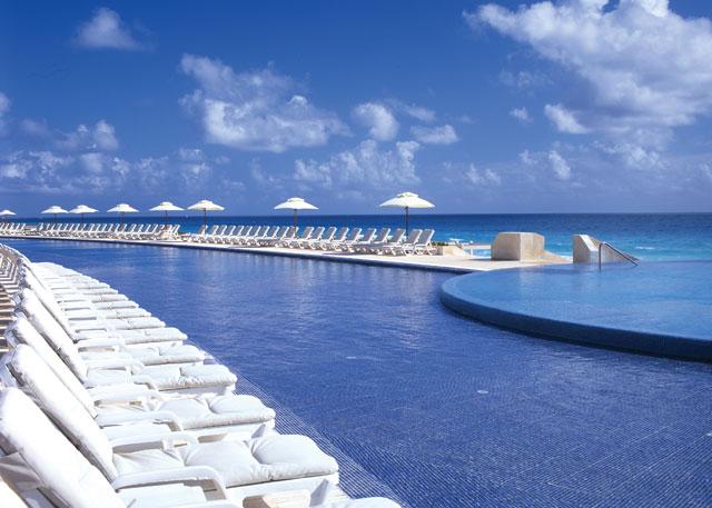 Live Aqua Infinity Pools.jpg